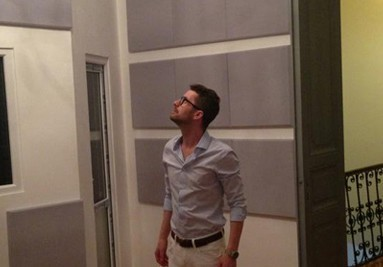 Adrian Sina (Akcent) in studioul Premium Artist. Proiectare si design Details Media Romania